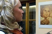 Pětatřicet snímků zachycuje život nevyléčitelně nemocných lidí pobývajících v hospicech.