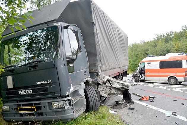 Sanitka se srazila s kamionem.
