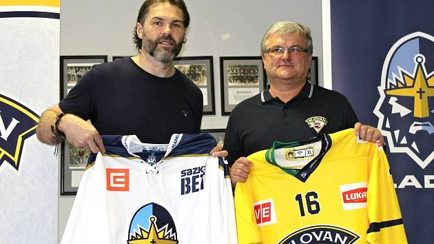 Jaromír Jágr (vlevo) a Vladimír Evan stvrdili spolupráci mezi hokejovými kluby Kladna a Ústí nad Labem.