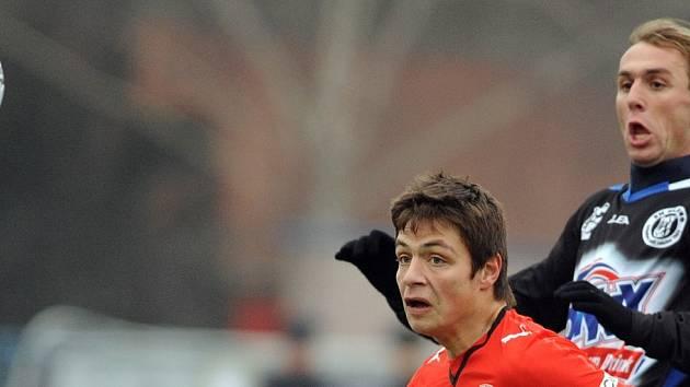 Čtvrtfinále Tipsport ligy Plzeň - Kladno 3:4. Kladenský David Hlava (vpravo) dal první gól.