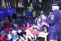 Strážníci navštívili kladenské děti na příměstském táboře.