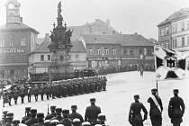 JEDNOTKY WEHRMACHTU na dnešním kladenském náměstí Starosty Pavla. To nese jméno po představiteli města, který tragicky zemřel právě v období okupace.