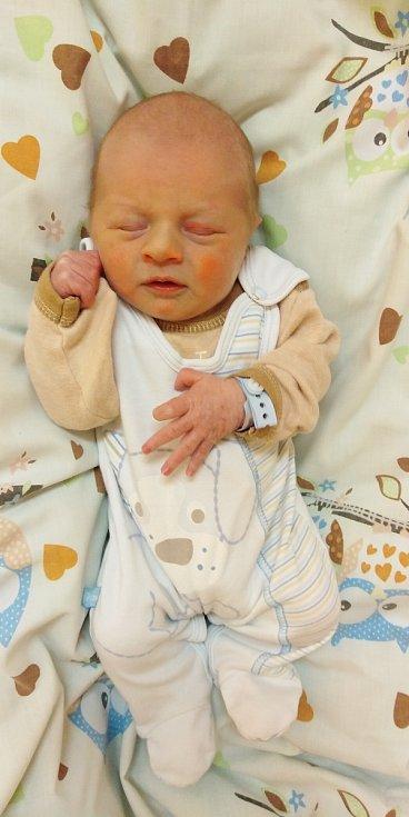 Daniel Chour se poprvé na svět podíval 5. února 2021 v 11. 24 hodin v čáslavské porodnici. Vážil 2850 gramů a měřil 50 centimetrů. Doma v Čáslavi ho přivítali maminka Tereza, tatínek Robert a tříletý bráška Martínek.