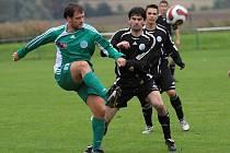 Vlevo Tomáš Eiselt //  Sokol Hostouň - Čechie Velká Dobrá 1:3 , utkání I.B stč. kraj, tř. 2010/11, hráno 26.9.2010