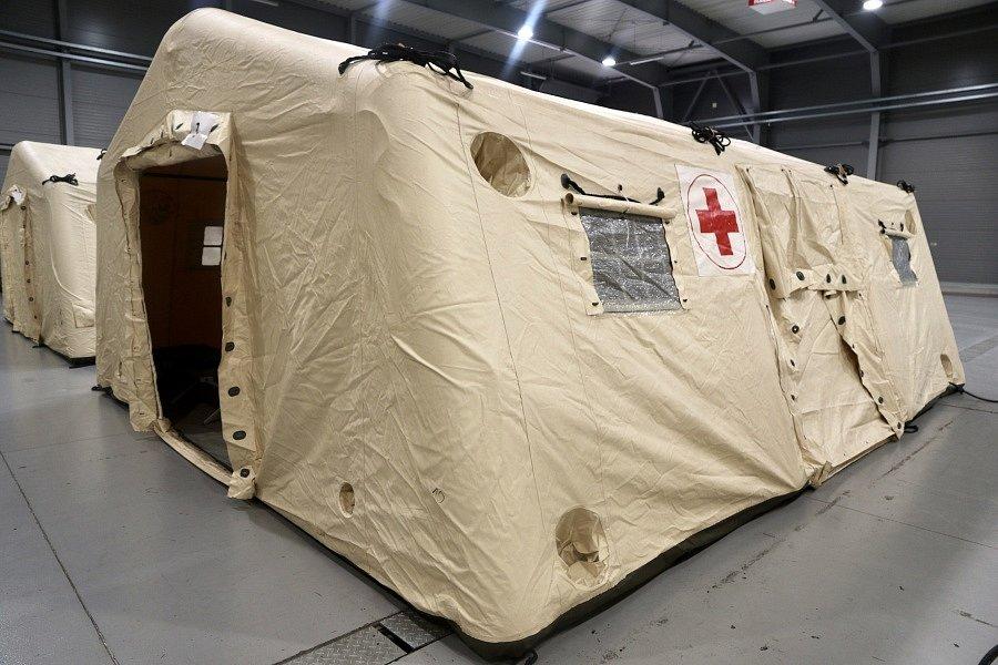 Lůžka od společnosti Linet v záložní nemocnici v Letňanech.