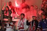 Sláva olomouckých fanoušků po postupu mezi hokejovou elitu. Fotbaloví fandové z Hané jsou ale mnohem smutnější.