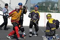 Hokejbal: Torpedo (v černém) nestačilo na Jungle Fever.
