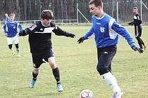 Tuchlovice přehrály na přírodním trávníku v Srbech Zavidov 3:0. Gól dal stejně jako v předešlém duelu s Novým Strašecím i Pavel Hafenrichter (vpravo).