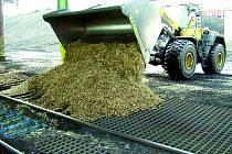 Kladenská teplárna spaluje i biomasu, šetří tak životní prostředí.