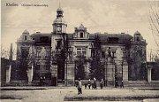 Pohled na nemocnici z čelní strany z roku 1926.