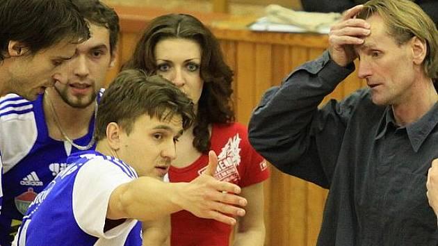 Branislav Skladaný vévodí vzrušené diskusi