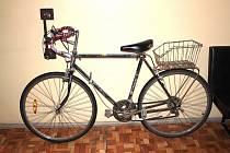 Pachatel zanechal na místě bicykl.