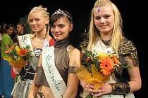 Vítězky slánského oblastního kola souteže Dívka roku 2010. Zleva: stříbrná Michaela Meruňková, zlatá Pavla Frantová a bronzová Karolina Krejčová, která navíc získala titul Miss sympatie.