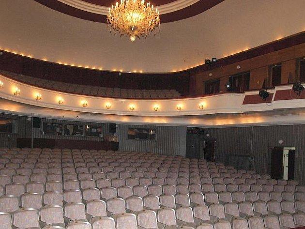 Součastný stav hlavního sálu Městského divadla Kladno