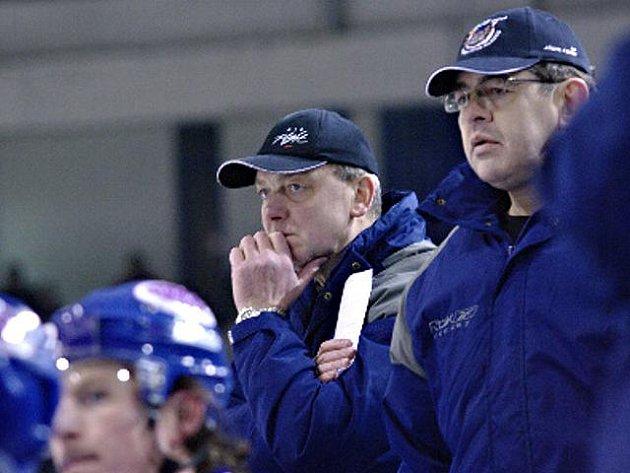 Na kladenské hokejové střídčce: Zdeněk Müller (vlevo ještě jako hlavní trenér) a František Větrovec (ještě jako vedoucí mužstva).