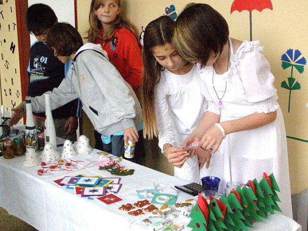 Vánoční trhy nabízející celou řadu hezkých výrobků dětí pořádají nyní v 7. základní škole ve Vodárenské ulici. Akci doprovází kulturní program a prezentace jednotlivých tříd a skupin.