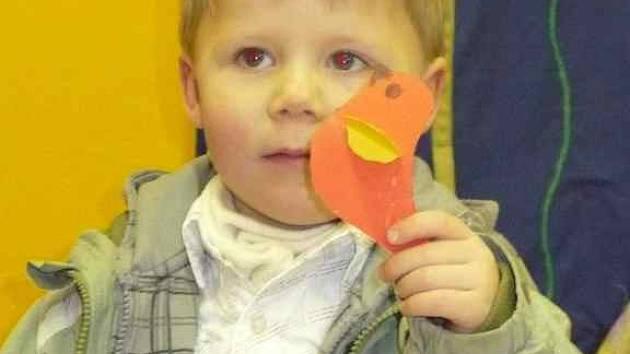 U zápisu do Mateřské školy v ulici J. Hory v Kladně byl ve čtvrtek také tříletý Matyáš Karpíšek s maminkou.