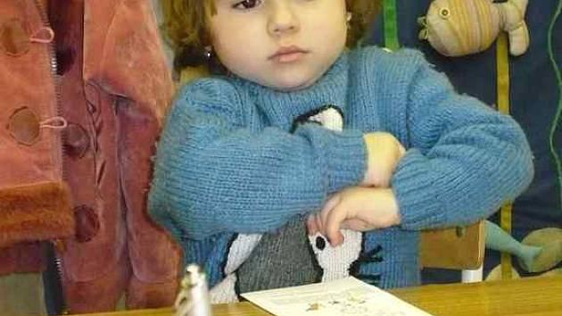 U zápisu do Mateřské školy v ulici J. Hory v Kladně byla ve čtvrtek také skoro tříletá Markéta Mikulíková s maminkou.