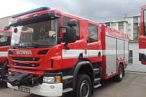 Prvovýjezdová cisternová automobilová stříkačka na podvozku Scania.