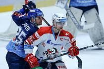 Pardubice - Kladno 3:4 pp, vlevo autor druhého gólu Kladna David Stach