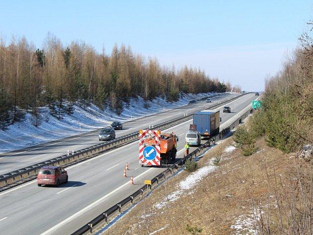 Po nehodě kamionu byla dálnice D6 po desáté hodině už opět průjezdná