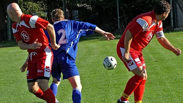 Lidické útočné duo Pavelec (vlevo) - T. Radosta (vpravo) obstaralo všechny tři branky svého týmu