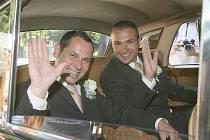 Registrované partnerství mezi prvními uzavřeli Janis Sidovský s Pavlem Vítkem, kteří si dokonce řekli i slib.