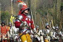 V Libušíně na Kladensku se v sobotu uskutečnil již 19. ročník tradičního setkání skupin historického šermu zakončeného bitvou.