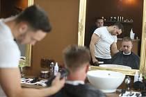The Crown Barber Shop v Kladně na pěší zóně provozují společně majitelé Filip Najmon s Miroslavem Šůchou.