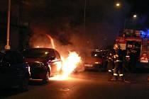 hasiči likvidovali požár osobního automobilu, který vypukl v Mostecké ulici na Sítné.