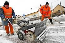 Úklid sněhu v ulicích měst