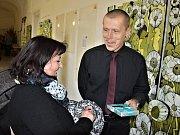 Tomáš Záborec vystavuje ve vstupní chodby Knihovny V. Štecha ve Slaném