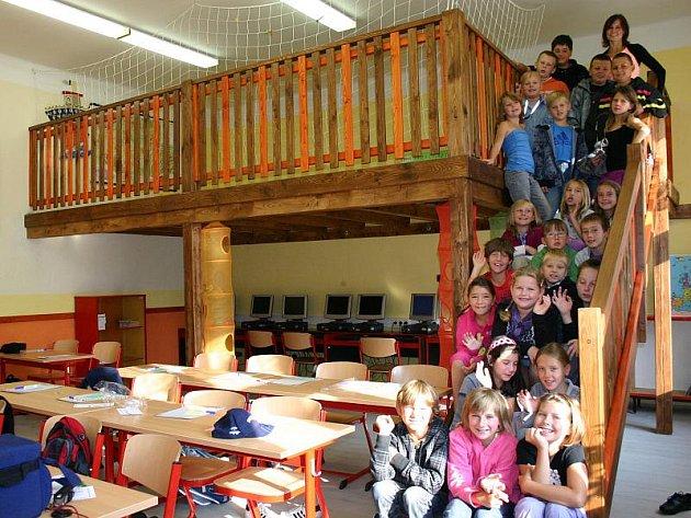 NOVÉ RELAXAČNÍ centrum stálo téměř 60 tisíc korun. Třída vše pořídila díky sponzorům, rodičům a kamarádům.