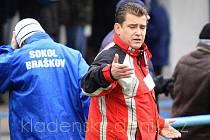 Jaroslav Želina ještě jako kouč, nyní je v pozici manažera Braškova. Jeho týmu údajně sudí Šípek ublížil.