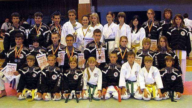 Vítězný tým sportovního karate team Keiko-ryu Shotokan. Z prvního kola Kesl Cupu přivezl dvanáct medailí.