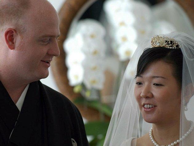 Podivné svatby na slánské radnici prý umožnily legalizovat pobyt cizinců v České republice.