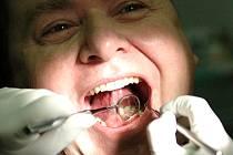 Vedení města i kraje mají nyní různé pohledy na zřízení zubní pohotovosti v Kladně.  Pokud nedojde ke shodě, není vyloučeno, že si v budoucnu lidé budou moci vybrat hned ze dvou