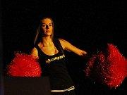 Dívky ze Showparku dotvářely atmosféru noci // Noc válečníků 3 - Kladno 15. 12.2011
