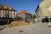 Práce ve Vinařického ulici, březen 2011. Dnes už je dílo z velké části ukončeno.