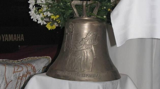 Svěcení zvonu v Kamenných Žehrovicích