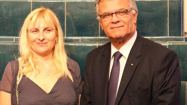 Překladatelka knihy a palestinský velvyslanec.
