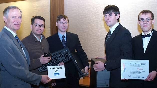 Loni se z úspěchu v soutěži radovali i žáci a vedení SPŠ a  VOŠ Kladno. Škola za své webové stránky získala PC sestavu.