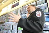 Strážníci dohlížejí ve Slaném na pořádek z nového operačního střediska. Projekt se vydařil i díky iniciativě preventistů a za podpory dotace z ministerstva vnitra.