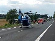 Silnice byla po nehodě nejméně hodinu uzavřena.