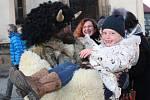 Příjezd Mikuláše a jeho družiny sledovalo na náměstí Starosty Pavla v Kladně mnoho lidí.