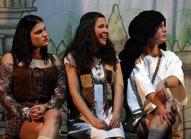 Představení Dívčí válka je u diváků velmi úspěšné.