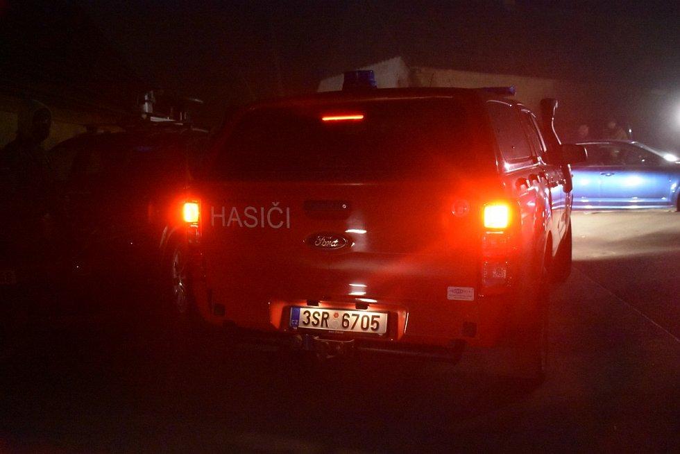 Policejní zásah v obci Líský po nálezu tří mrtvých těl.