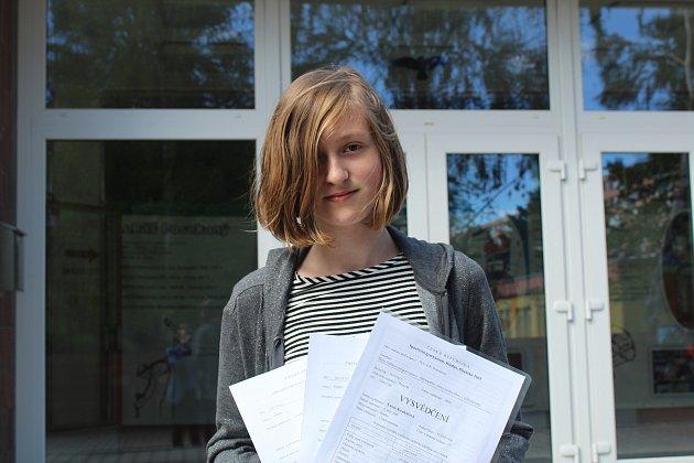 Dvanáctiletá Lucie Koukalová si letos uklidí do šuplíku hned trojici vysvědčení.