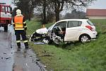Nehoda dvou aut nedaleko Smečna v pátek v podvečer.