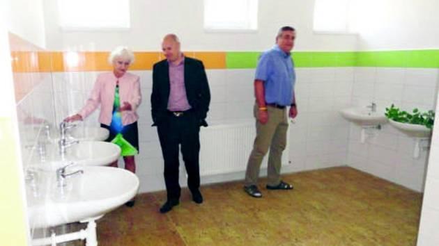 Zbrusu nové sociální zařízení v základní škole Stochov